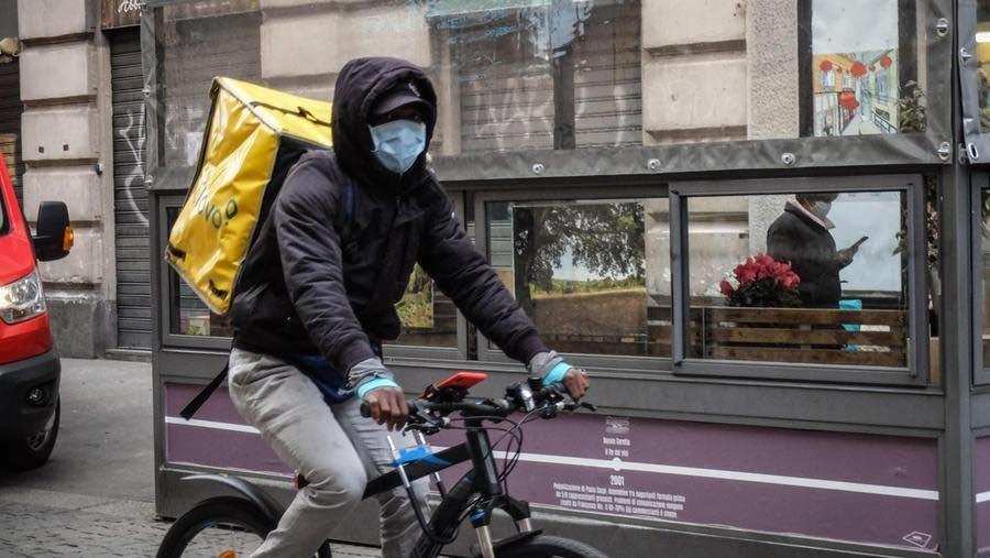 Il Tribunale di Bologna ordina alle piattaforme la consegna immediata di dispositivi di protezione individuale ai rider